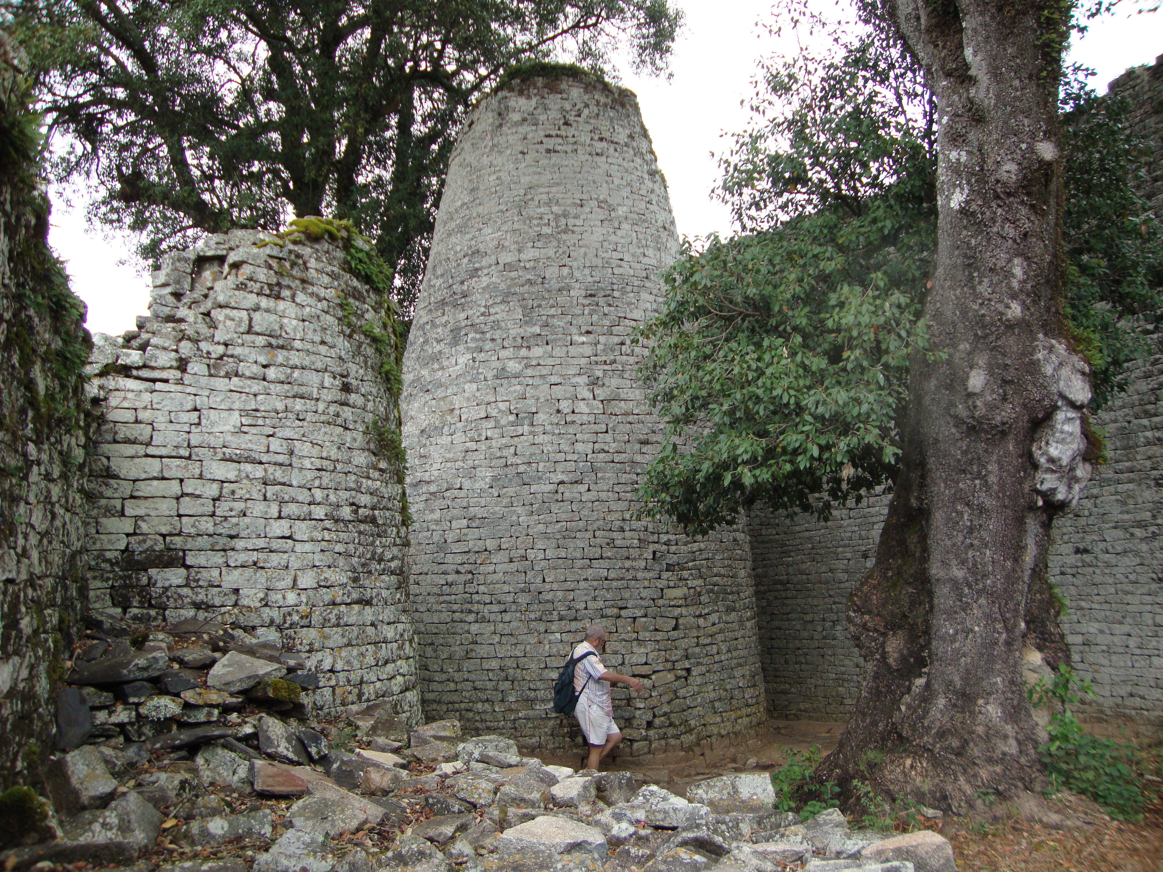 the great zimbabwe The kingdom of zimbabwe (c 1220–1450) was a medieval kingdom located in modern-day zimbabweits capital, great zimbabwe, is.
